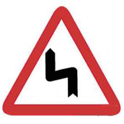 Señales de tráfico curvas peligrosas